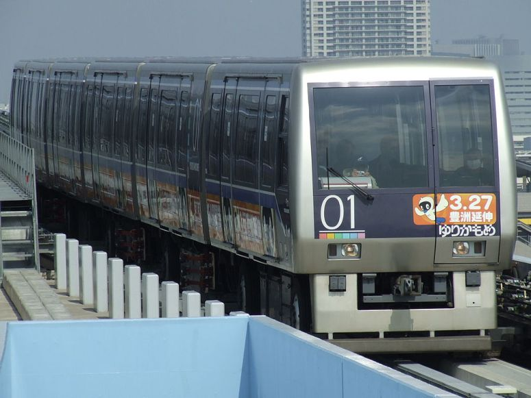 1024px-Model_7000-First_of_Yurikamome